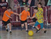 В футбол играют даже маленькие