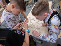 Евгений Куйвашев проверил, довольны ли дети и родители работой школьных лагерей в летние каникулы