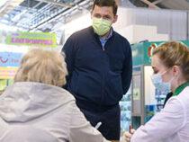 Губернатор проверил пункты вакцинации в торговых центрах